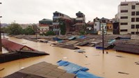 Heavy rains triggered by typhoon Rammasun caused floods in Northern Vietnam in July.