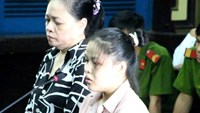Dinh Thi Mai Thuy (R) and Nguyen Thi Thanh at the trial. Photo: Ngoc Le