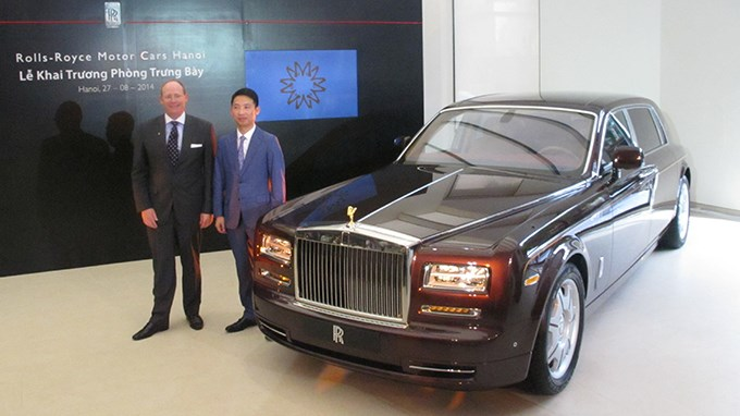The Rolls-Royce Phantom Oriental Sun on display in Hanoi. Photo credit: Tuoi Tre
