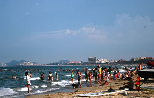 Tourists on a beach in the central city of Danang. Photo: Dieu Hien