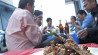 Drinking at a sidewalk eatery has become a common habit for many Vietnamese people. Photo: Dao Ngoc Thach