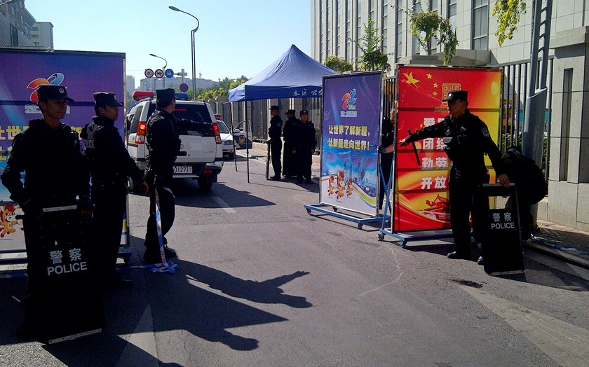 Police with riot gear guard a checkpoint on a road near a courthouse where ethnic Uighur academic Ilham Tohti's trial is taking place in Urumqi, Xinjiang Uighur Autonomous Region September 17. Photo credit: Reuters