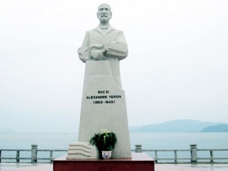 A statue of Alexandre Yersin on Nha Trang beach. File photo
