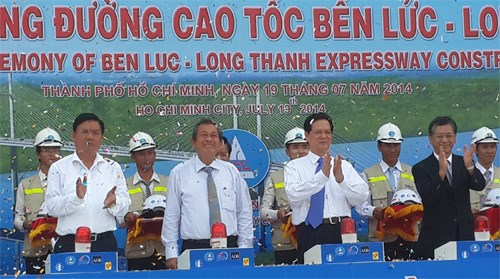Senior government officials at the groundbreaking ceremony for the Ben Luc - Long Thanh Highway project on July 19. Photo: Mai Vong
