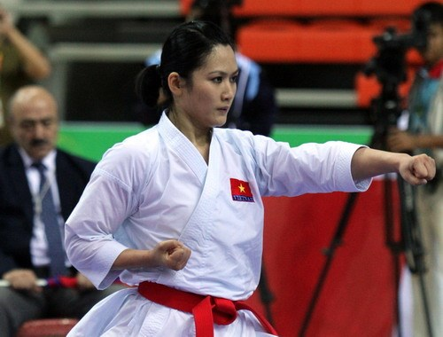 Nguyen Hoang Ngan performs her kata karate at the 17th Asian Games in South Korea on October 2. Photo: To Loan