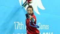 Wushu girl Duong Thuy Vi secures the only gold medal for Vietnam at the 17th Asian Games. Photo: Minh Tu