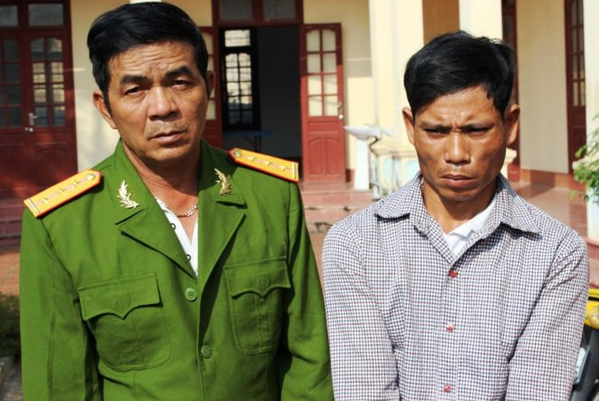 Phan Ba Hung (L) and Nguyen Van Tu face swindling charges. File photo
