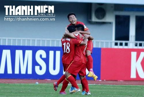 Vietnam players celebrate a goal against Japan on Saturday. Photo: Doc Lap