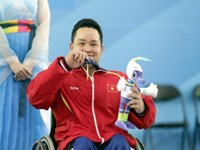Nguyen Binh An wins a gold medal in men's 54k weightlifting at the 2014 Asian Para Games in South Korea. Photo credit: Asian Para Games