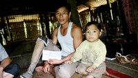 Trieu Van Nguyen lost his right leg to a landmine in 2008. Photo credit: Lao Dong