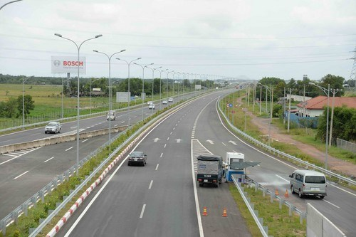 A section of the Ho Chi Minh - Long Thanh - Dau Giay expressway in southern Vietnam. Photo: Mai Vong