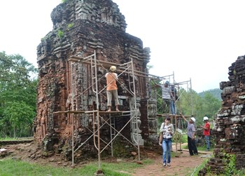 The B3 temple at Quang Nam Province's My Son Relics is among those suffering pronounced sinkage and cracks. Photo: Hua Xuyen Huynh