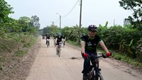 Participants riding bicycle to raise donations for disadvantaged children in Vietnam. Photo credit: KOTO
