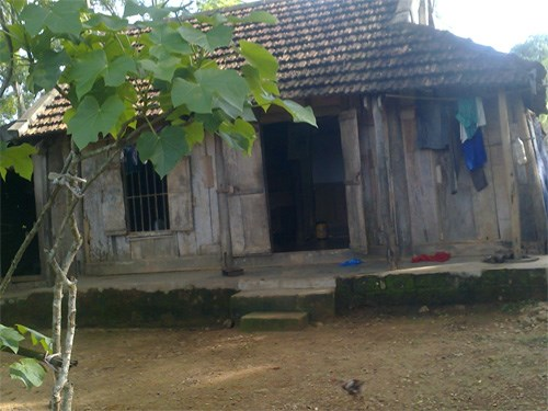 The house of Le Dinh Vu in Nghe An Province's Nghia Dan District. The young man died of cancer at 17. Photo: Thuy Loi