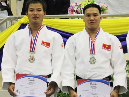 Nguyen Ngoc Son and Dang Trung Hieu won silver medal in men's doubloe Juno Kata at the 4th Asian Judo Kata Championships in Bangkok. Photo: Cong Thang