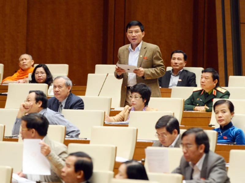 Deputy Chu Son Ha of Hanoi speaking at a National Assembly session in Hanoi. Photo: Ngoc Thang