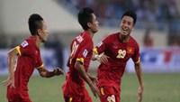 Vietnam players celebrate their win over Laos at the AFF Suzuki Cup in Hanoi on November 25, 2014. Photo: Kha Hoa.