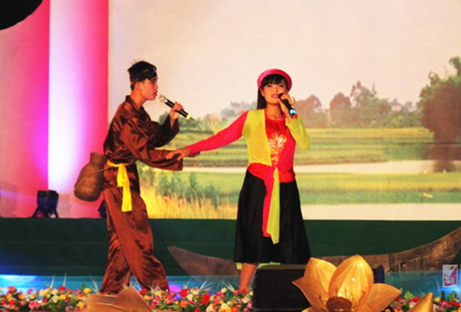 A performance of Vi and Giam folk songs of Nghe Tinh. Photo credit: Nghe An Online