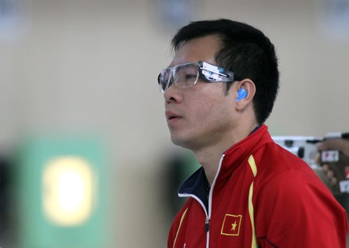 Hoang Xuan Vinh breaks his world record in 10m Men's Air Pistol event at the National Games on November 27. Photo: Ngo Nguyen
