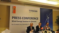 Represetatives of Vestas and Phu Cuong Group signing a memorandum of understanding for a wind farm project in Vietnam. Photo: Minh Hung