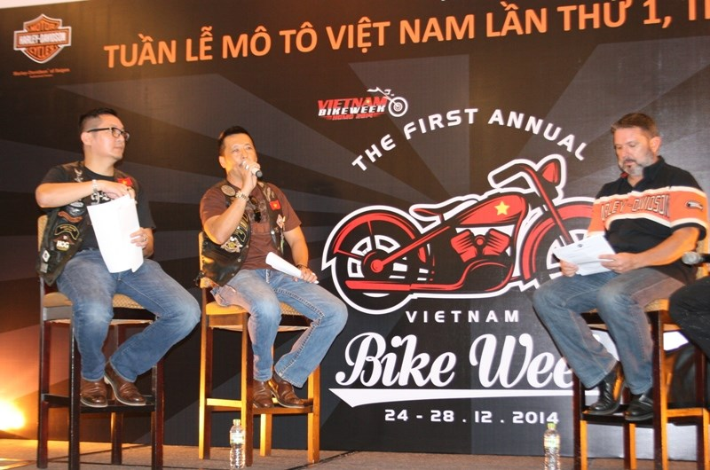 Nguyen Thanh Phuong (C), chairman of Saigon H.O.G (Harley-Davidson Owners' Group) informs about Vietnam Bike Week 2014. Photo: Minh Hung