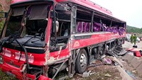 6 die in bus-truck crash in Vietnam
