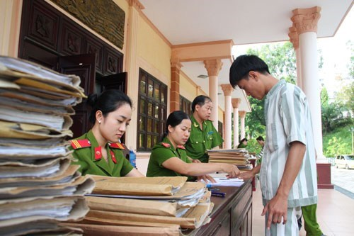 An inmate at the Z30D Prison in Binh Thuan Province prepares for release under an amnesty last year. FILE PHOTO