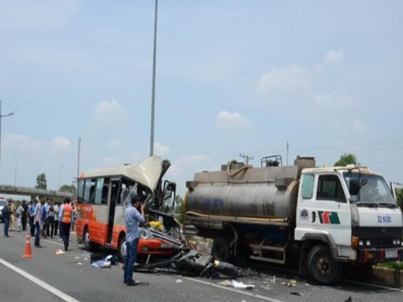 An accident occurred on the Ho Chi Minh City - Trung Luong Expressway that killed five people on August 16, 2014. Photo: Phuong Ha