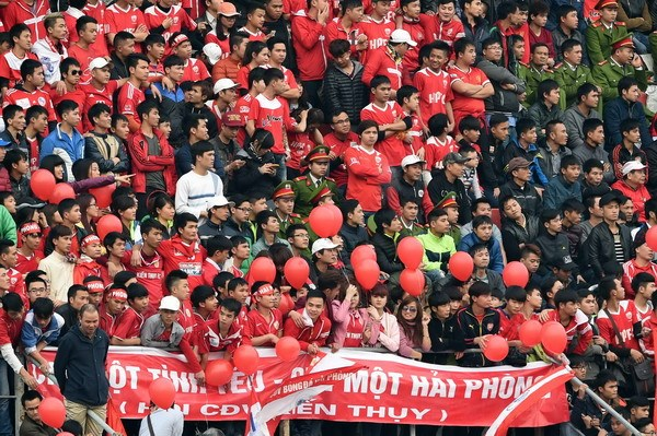 Hoang Anh Gia Lai fans at the Lach Tray Stadium in Hai Phong Wednesday. Photo: Ngo Nguyen