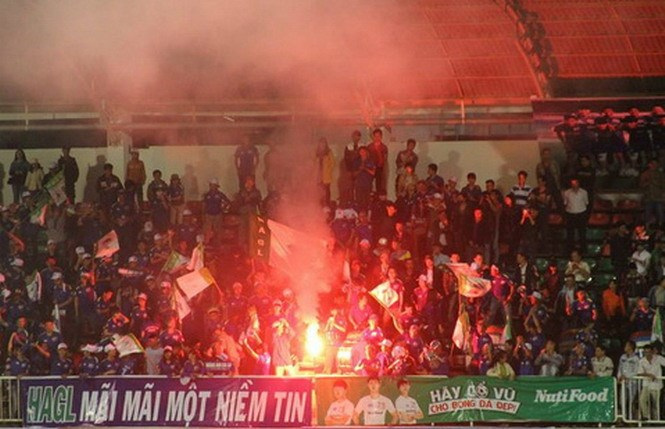 Fireworks at Hoang Anh Gia Lai's Pleiku Stadium after the club defeated Da Nang 1-0 on January 25. Photo: Minh Tran