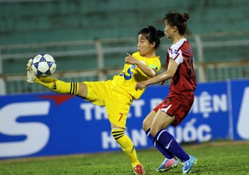 Two players vie for the ball at the 2014 National Women's Football Championship. Photo: Kha Hoa