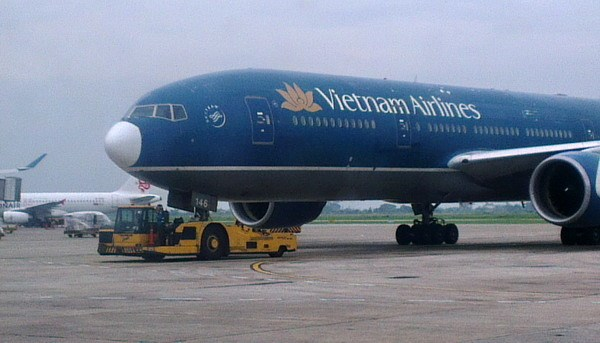 A Vietnam Airlines aircraft being towed to the boarding area at the Ho Chi Minh City's Tan Son Nhat Airport. Photo: Minh Hung