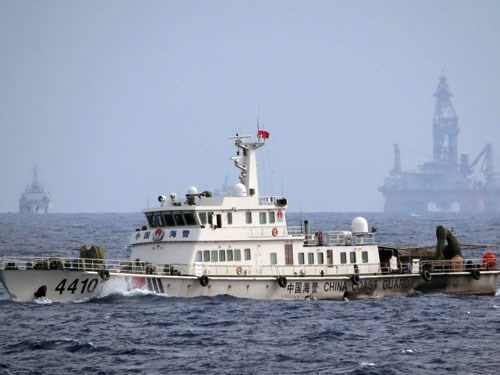 A Chinese ship guarding the oil rig Haiyang Shiyou – 981 that operated illegally in Vietnam's East Sea last year, prompting protesting rallies nationwide in Vietnam. Photo: Doc Lap