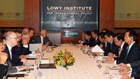 Prime Minister Nguyen Tan Dung meets with Australian scholars at Lowy Institute, Sydney, Australia, on March 17. Photo credit: VGP