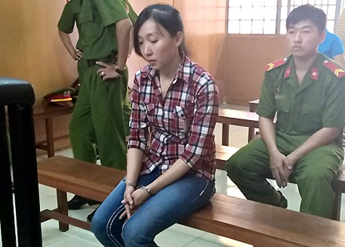 Tran Thi Thuy Trang stands trial on March 19. Photo credit: VnExpress