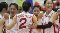 North Korea's 4.25 players celebrate their victory over Lien Viet Post Bank at the 2015 VTV-Binh Dien International Women's Volleyball Championship on March 29. Photo credit: Tuoi Tre