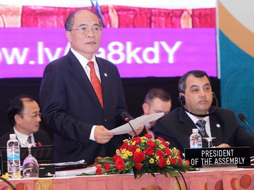 National Assembly Chairman Nguyen Sinh Hung delivers his speech at the 132rd Inter-Parliamentary Union Assembly in Hanoi on March 29. Photo: Truong Son