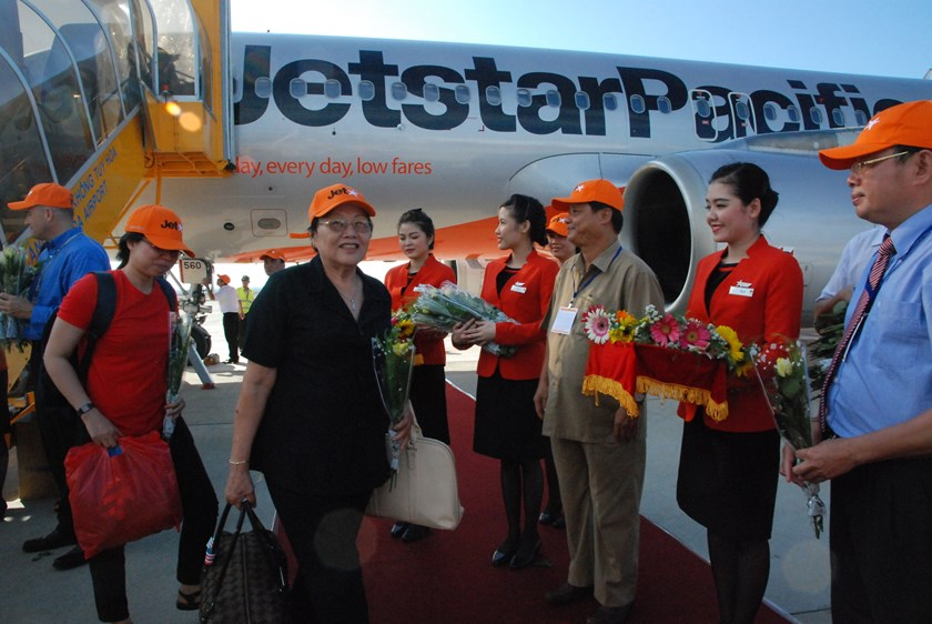 Passengers arrive in Phu Yen Province's Tuy Hoa Town after Jestar Pacific's first flight between Ho Chi Minh City and Tuy Hoa. Photo credit: Jetstar Pacific