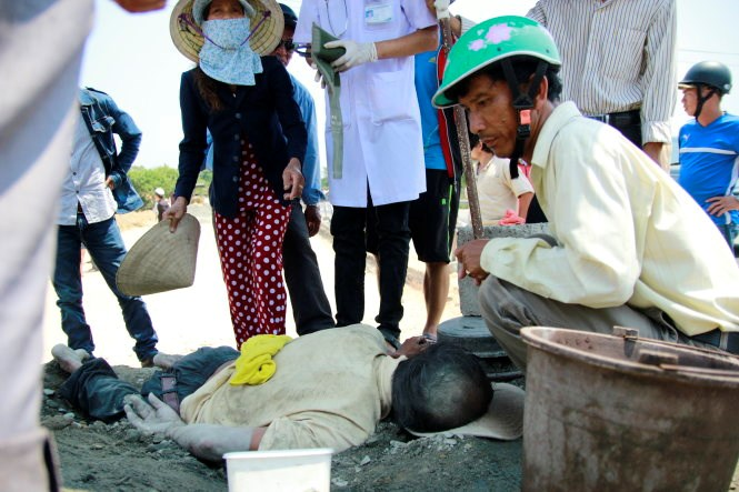Nguyen Thanh, 56, was rescued after being burried by dirt from a dump truck on April 4. Photo credit: Tuoi Tre