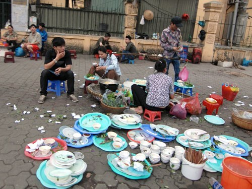 A sidewalk eatery in downtown Hanoi. The World Health Organization has called for more actions to ensure food safety in Vietnam. Photo: Thu Hang