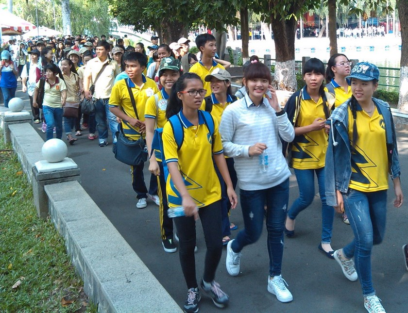 Ho Chi Minh City students join a charity walk at the city's Dam Sen Park on April 19 to help their peers. Photo: Minh Hung