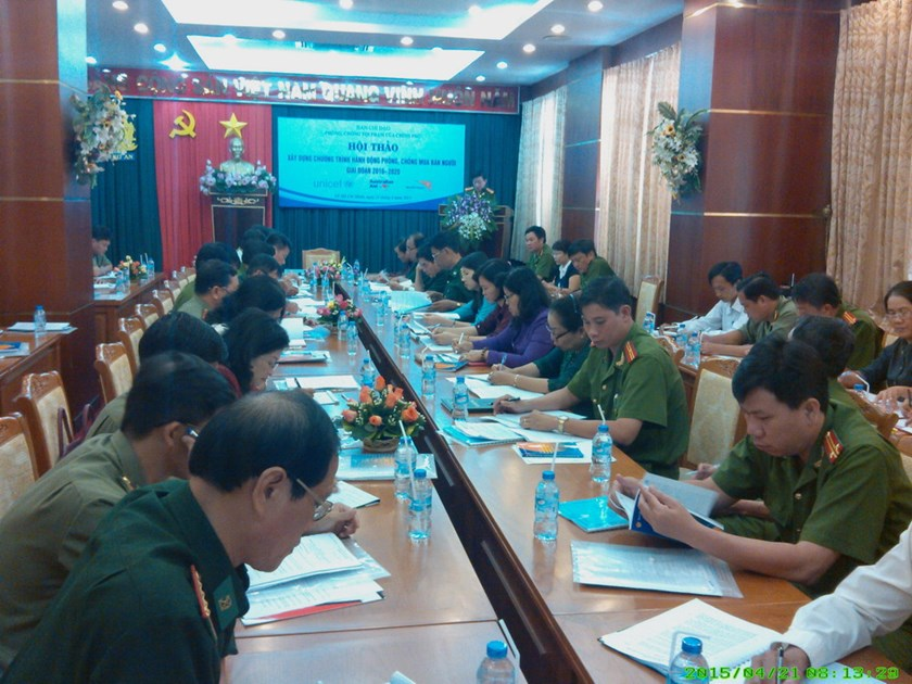 Officials from the Ministry of Public Security and six southern provinces discuss a program to tackle human trafficking at a confence in Ho Chi Minh City on April 21, 2015. Photo: Minh Hung