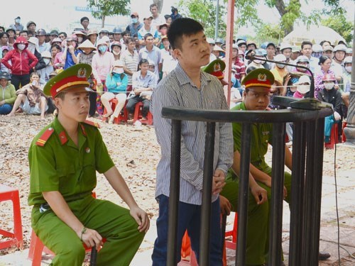 Nguyen Hoai Nam stands trial in Tien Giang Province on April 21 for killing three people last year. Photo: Hoang Phuong