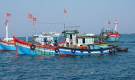 Chinese boat intrudes into Vietnamese waters, hassles broken down fishing vessel
