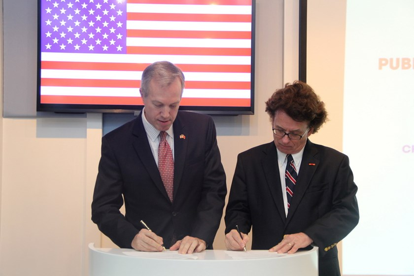 Ted Osius (L), US Ambassador to Vietnam and Greig Craft, President of the AIP Foundation at a ceremony to launch the partnership in Hanoi on May 14. Photo courtesy of AIP Foundation