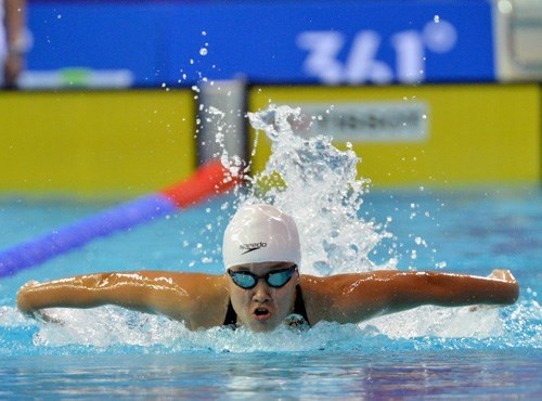 Nguyen Thi Anh Vien, 19, competes at the Southeast Asian Games in Singapore. Photo: Ngo Nguyen