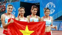 Vietnamese runners celebrate their gold medal in women's 4x400m relay at the Southeast Asian Games in Singapore on June 11. Photo: Kha Hoa