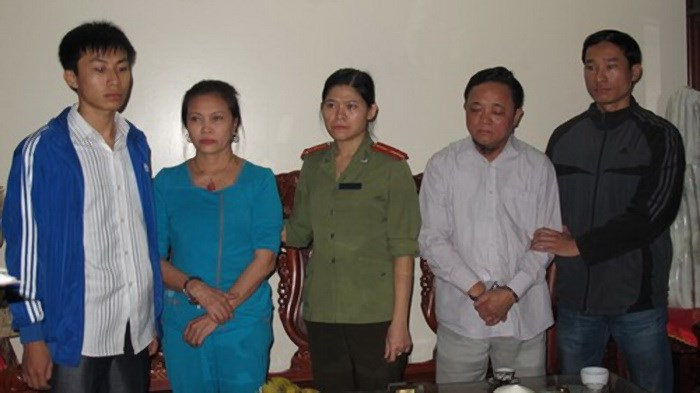 Nguyen Thanh Thuy (2,R) and his wife Man Thi Duyen (2, L) at a police station. Photo: Nam Thanh