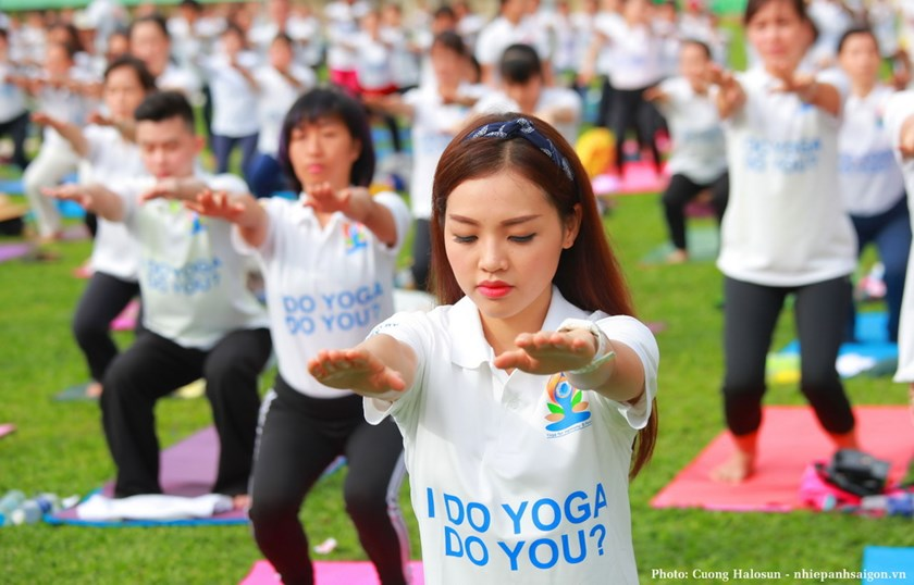 People gather during the International Yoga Day in Vietnam on June 21. Photo: Cuong Halo