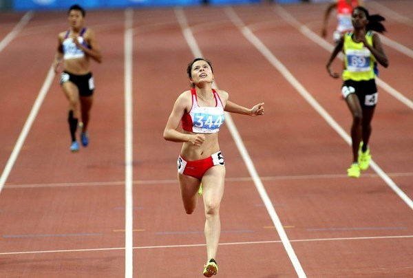 Nguyen Thi Huyen has won four gold medals in sprinting within a month. Photo: Kha Hoa
